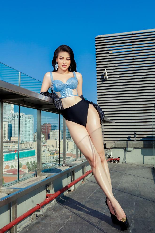 Hoa hậu Phương Khánh tung loạt ảnh mặc bikini nóng bỏng - Ảnh 2.