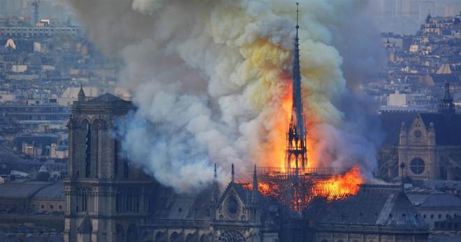 Napoléon, Victor Hugo đã cứu Nhà thờ Đức Bà như thế nào? - Ảnh 1.