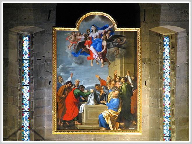 Những bảo vật vô giá của Nhà thờ Đức Bà may mắn sống sót qua vụ cháy chấn động thế giới - Ảnh 9.