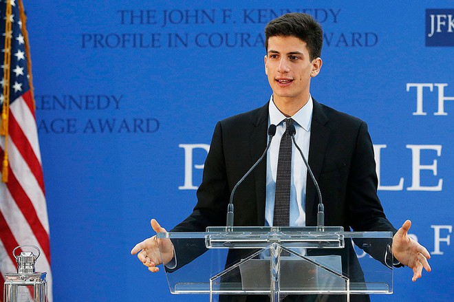 Cháu trai độc tôn của gia tộc danh giá nhất nước Mỹ theo đuổi Kendall Jenner, nhà Kardashian đã nổi lại càng thêm nổi - Ảnh 2.