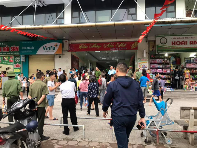Lửa, khói bốc ra ngùn ngụt từ tầng 32 chung cư HH2C Linh Đàm, cư dân hoảng loạn tháo chạy - Ảnh 2.