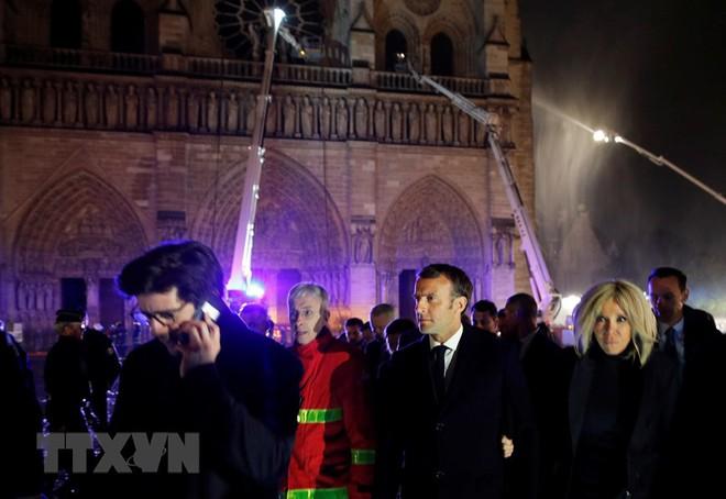Cận cảnh Nhà thờ Đức Bà ở thủ đô Paris chìm trong biển lửa - Ảnh 11.