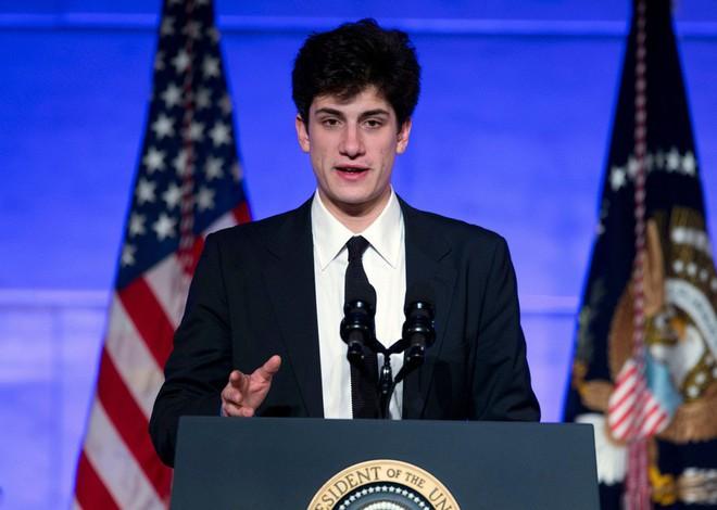 Cháu trai độc tôn của gia tộc danh giá nhất nước Mỹ theo đuổi Kendall Jenner, nhà Kardashian đã nổi lại càng thêm nổi - Ảnh 4.