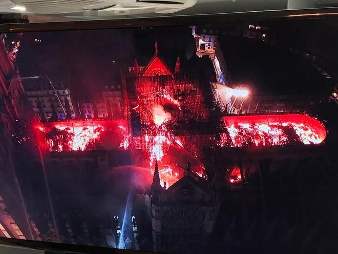 Những hình ảnh đầu tiên bên trong Nhà thờ Đức Bà Paris sau vụ hỏa hoạn - Ảnh 4.