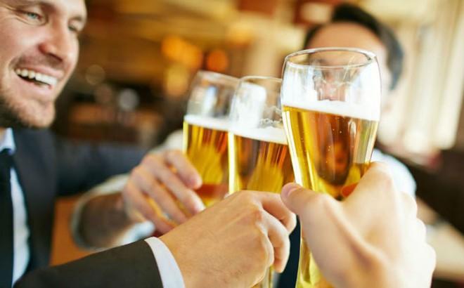 Nghiên cứu mới 'đập tan ảo tưởng' của những người thường xuyên uống rượu