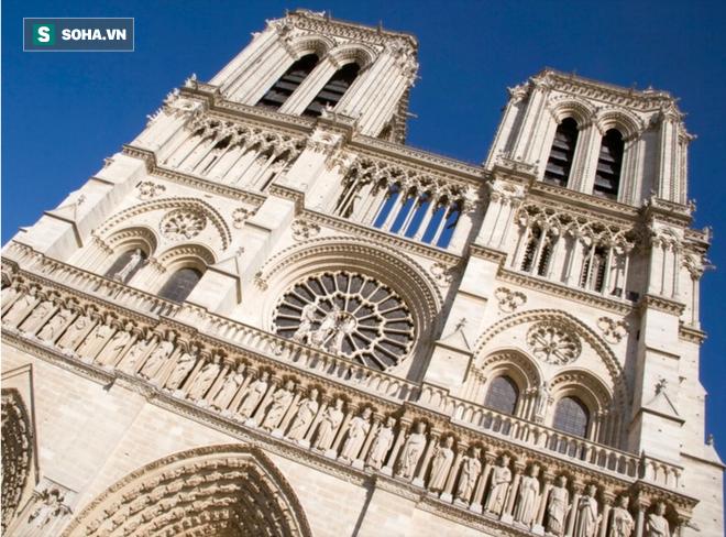 Chuyện chưa kể về nhà thờ Đức Bà Paris: Có những ngọn tháp mãi mãi không thành hình - Ảnh 1.
