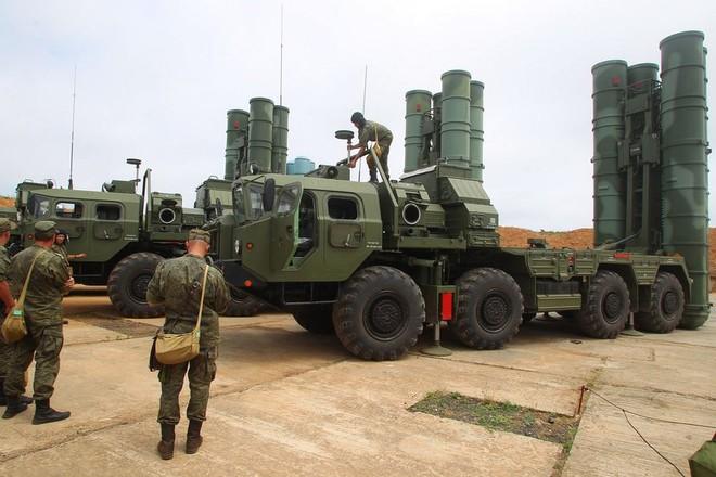 Lão già B-52 Mỹ đấu với trai trẻ tên lửa S-400 Nga: Ai thắng ai - Câu trả lời gây sốc! - Ảnh 2.