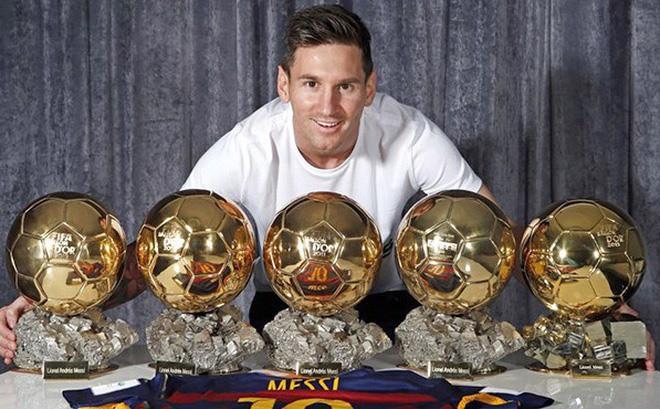 Ronaldo chia tay Champions League, Messi sáng cửa giành Quả bóng vàng?