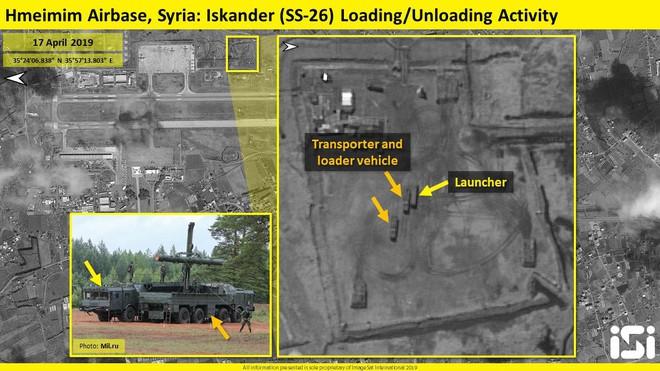 Nga bất ngờ đưa sát thủ Iskander tới Syria - Xe, đạn ngổn ngang ở Khmeimim - Ảnh 1.