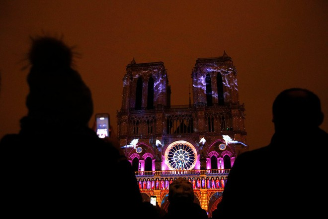 Lá cờ Mặt trận Dân tộc Giải phóng miền Nam Việt Nam từng tung bay trên tháp Nhà thờ Đức Bà Paris - Ảnh 12.