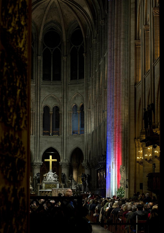 Lá cờ Mặt trận Dân tộc Giải phóng miền Nam Việt Nam từng tung bay trên tháp Nhà thờ Đức Bà Paris - Ảnh 10.