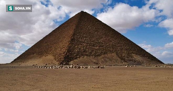 Bí mật kim tự tháp đỏ ở Ai Cập: Sau 141 năm mới giải mã được một phần - Ảnh 1.