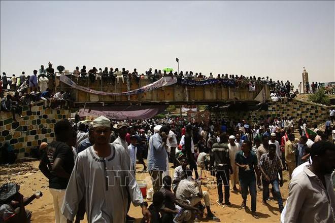 Sudan: Cựu Tổng thống Bashir bị chuyển đến nhà tù Kober - Ảnh 2.