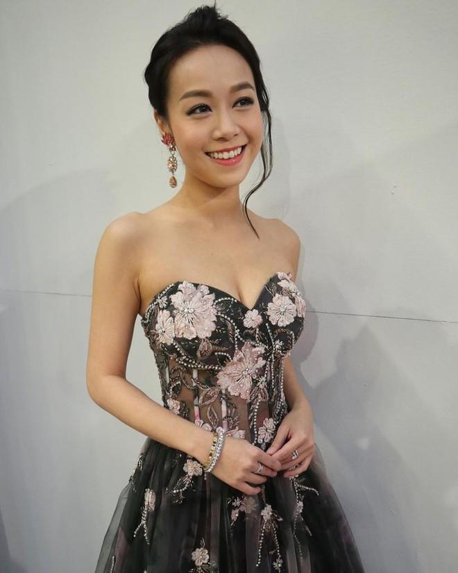 Nhan sắc gợi cảm của Á hậu Hong Kong lộ clip nóng với chồng đàn chị - Ảnh 3.