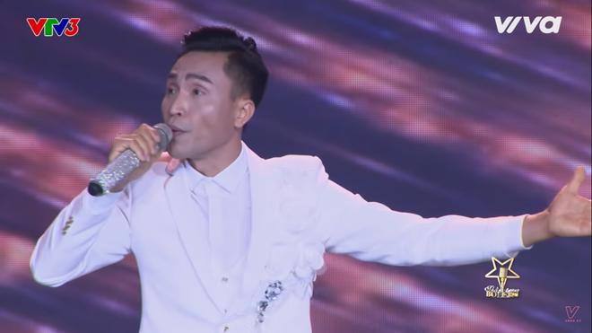 Quang Lê bật khóc khi nghe ca sĩ khiếm thị hát Bolero hay như Giao Linh - Ảnh 1.