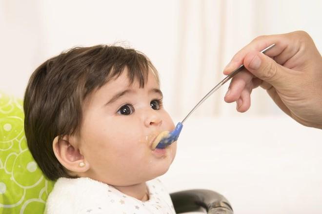 Bé 5 tháng tuổi suýt tử vong sau khi uống sữa: Bác sĩ chỉ nguyên nhân để bố mẹ cảnh giác - Ảnh 3.