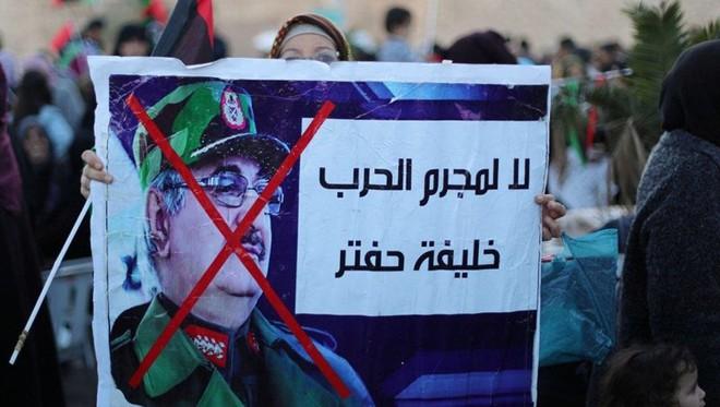 Libya: Phe Tripoli ra lệnh bắt tướng Haftar - Ảnh 1.