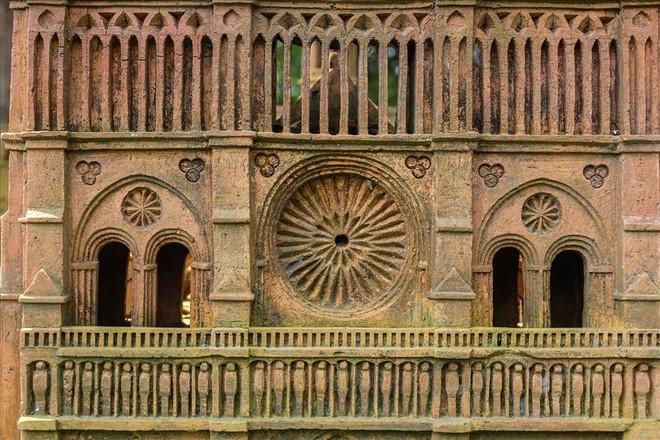 Chiêm ngưỡng nhà thờ Đức Bà Paris phiên bản gốm ở phố Hội - Ảnh 11.