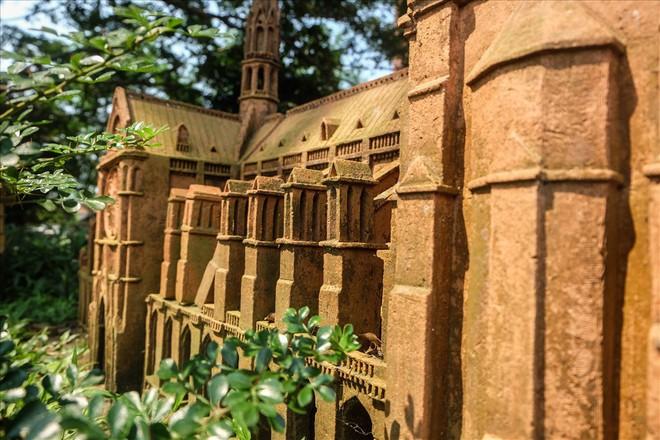 Chiêm ngưỡng nhà thờ Đức Bà Paris phiên bản gốm ở phố Hội - Ảnh 13.