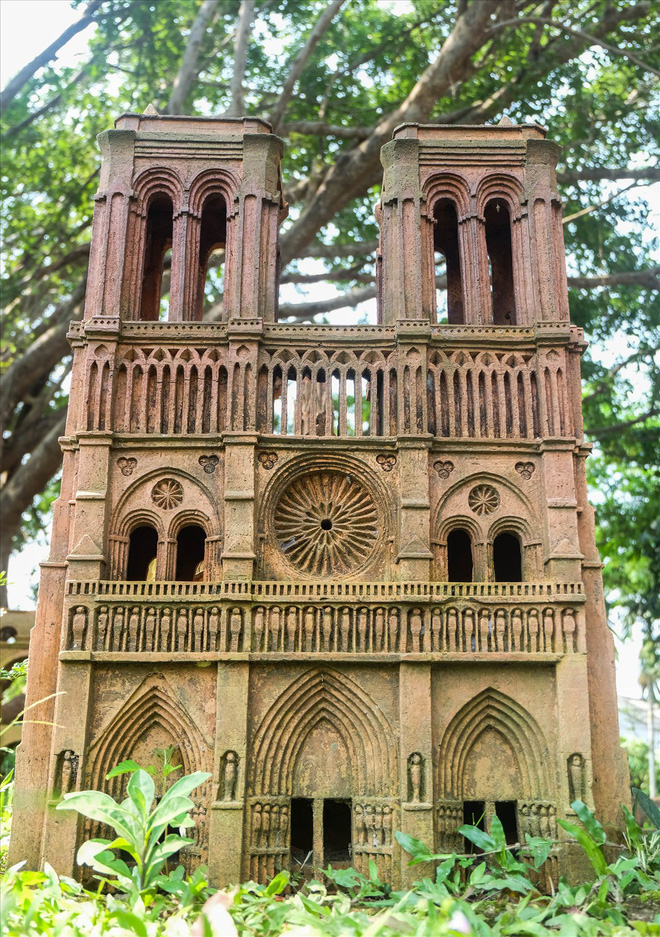 Chiêm ngưỡng nhà thờ Đức Bà Paris phiên bản gốm ở phố Hội - Ảnh 14.