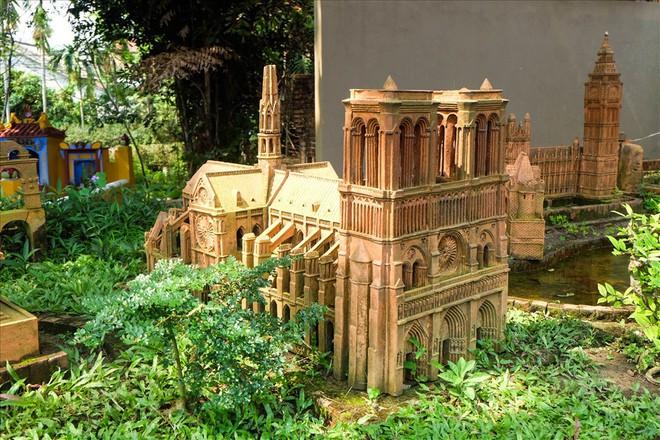 Chiêm ngưỡng nhà thờ Đức Bà Paris phiên bản gốm ở phố Hội - Ảnh 5.