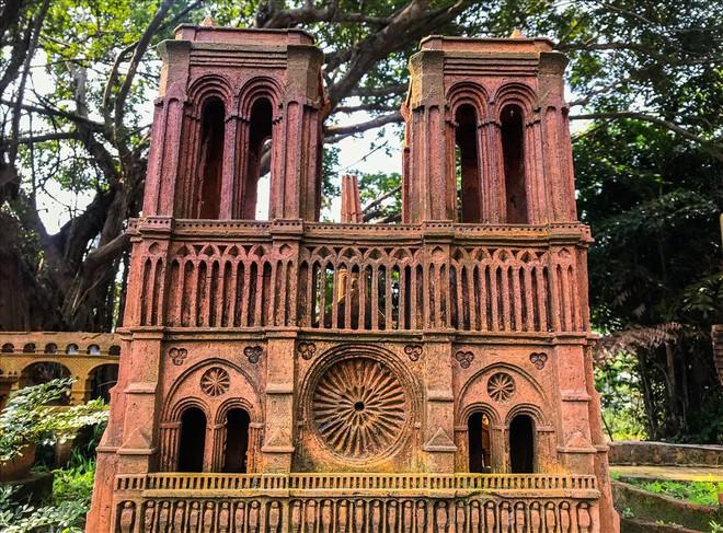 Chiêm ngưỡng nhà thờ Đức Bà Paris phiên bản gốm ở phố Hội - Ảnh 6.