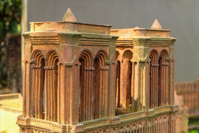 Chiêm ngưỡng nhà thờ Đức Bà Paris phiên bản gốm ở phố Hội - Ảnh 7.