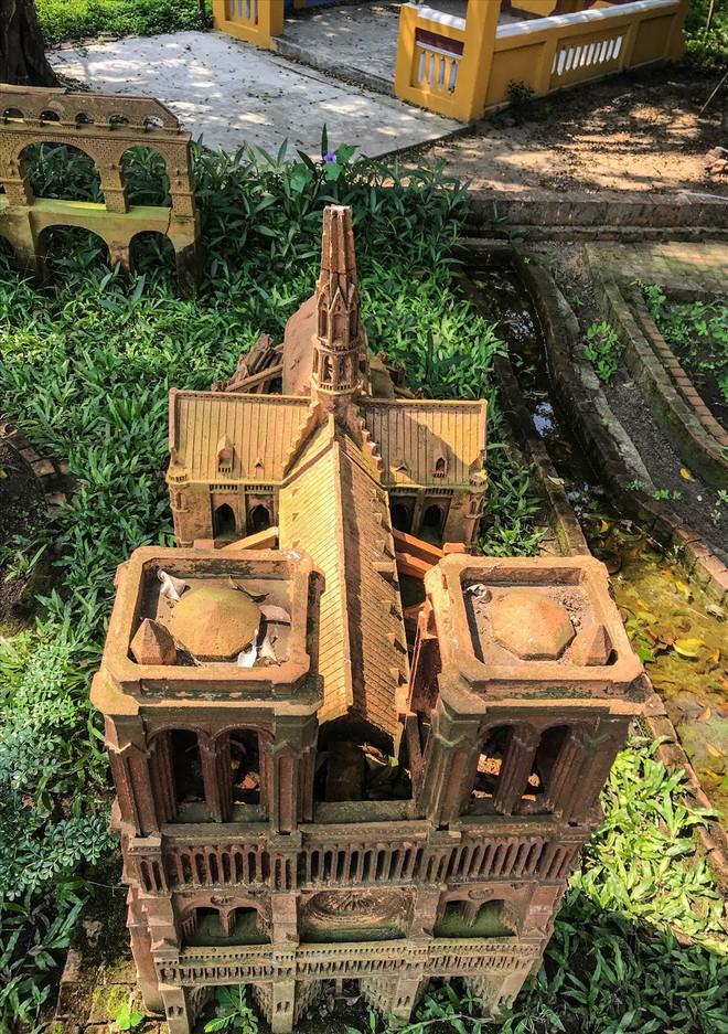 Chiêm ngưỡng nhà thờ Đức Bà Paris phiên bản gốm ở phố Hội - Ảnh 9.