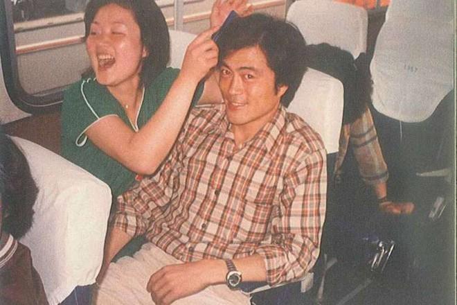 Chuyện tình chông gai của Tổng thống Hàn Quốc và nữ ca sĩ quyết từ bỏ showbiz vì chồng - Ảnh 3.