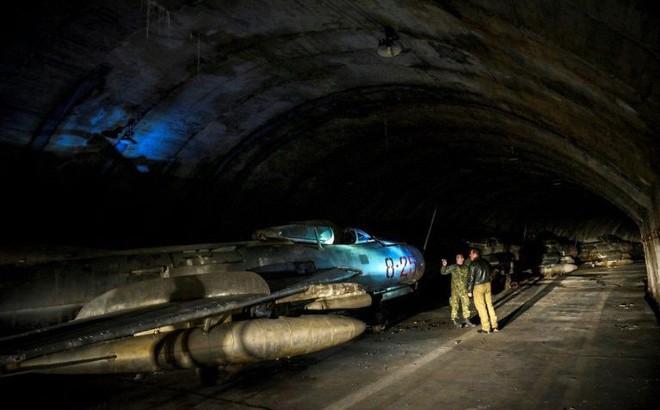 """Bí mật về những chiếc tiêm kích MiG-17, MiG-19 và MiG-21 đang """"ngủ yên"""" trong lòng núi"""