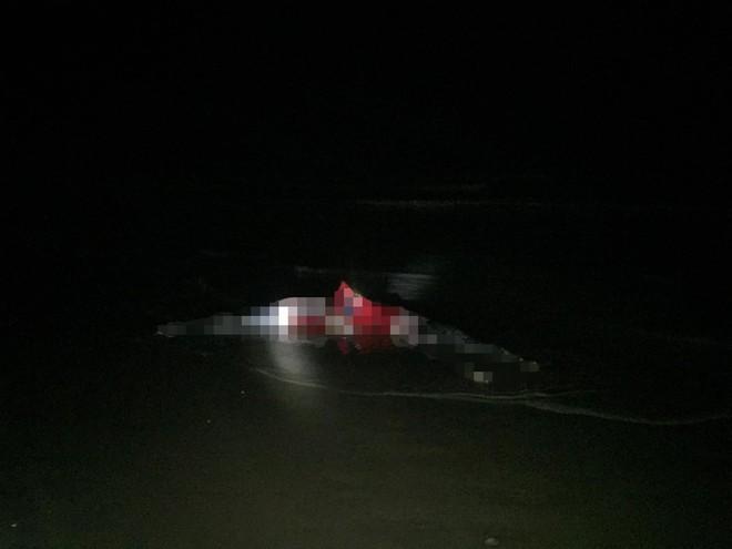 Vụ 2 thi thể nữ buộc chặt vào nhau trên biển: Điện thoại treo ở cổ nạn nhân vẫn hoạt động - Ảnh 1.