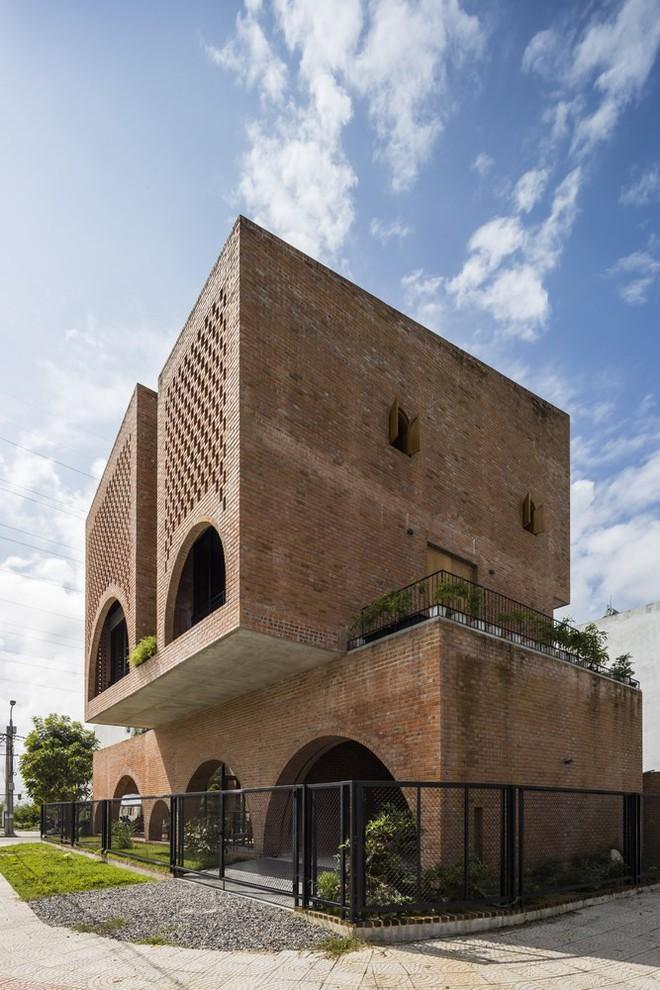 Độc đáo căn nhà gạch như tổ chim đậu trên cành cây tại Đà Nẵng - Ảnh 2.