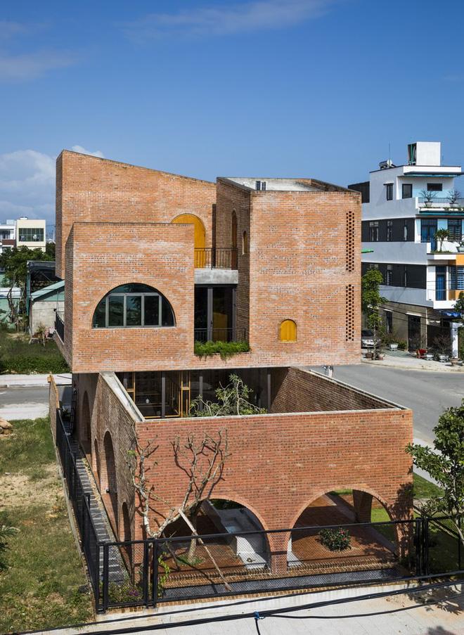 Độc đáo căn nhà gạch như tổ chim đậu trên cành cây tại Đà Nẵng - Ảnh 4.