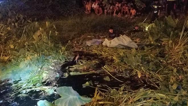 Ly kỳ nghi can cướp tiệm vàng bị bắt sau khi núp dưới kênh trốn suốt 10 giờ ở Sài Gòn - Ảnh 3.