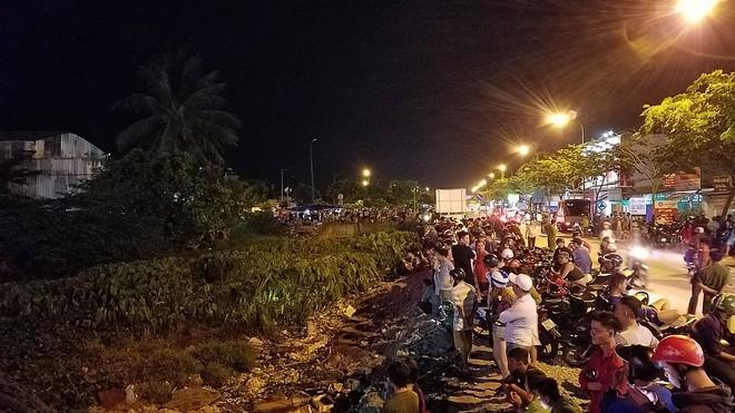 Ly kỳ nghi can cướp tiệm vàng bị bắt sau khi núp dưới kênh trốn suốt 10 giờ ở Sài Gòn - Ảnh 2.