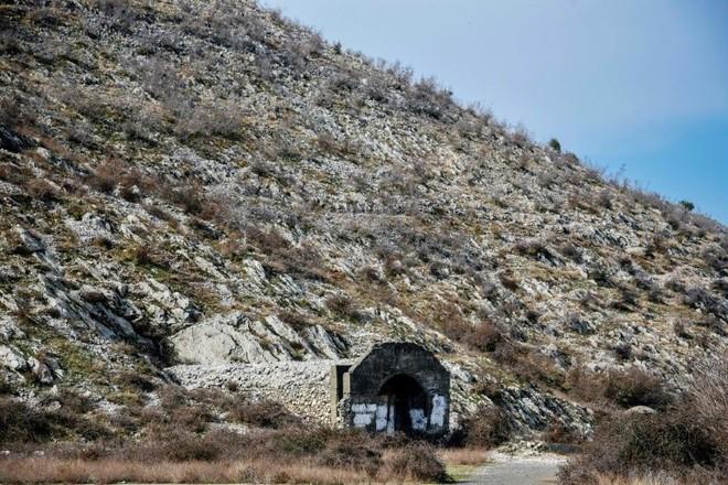 Bí mật về những chiếc tiêm kích MiG-17, MiG-19 và MiG-21 đang ngủ yên trong lòng núi - Ảnh 1.