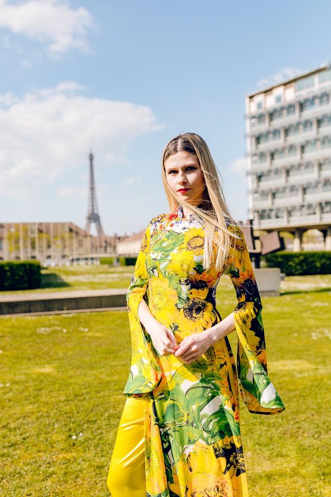Dàn mẫu Pháp xinh đẹp, duyên dáng khi diện áo dài của NTK người Việt - Ảnh 5.