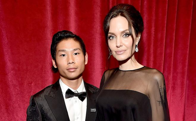 Pax Thiên: Từ cậu bé Việt mồ côi, suy dinh dưỡng đến chàng thanh niên rắn rỏi, sát cánh bên mẹ nuôi Angela Jolie đi qua những tháng ngày yếu đuối nhất cuộc đời