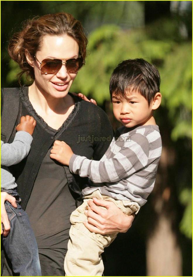 Pax Thiên: Từ cậu bé Việt mồ côi, suy dinh dưỡng đến chàng thanh niên rắn rỏi, sát cánh bên mẹ nuôi Angela Jolie đi qua những tháng ngày yếu đuối nhất cuộc đời  - Ảnh 5.