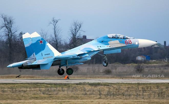 Việt Nam có thể mua lại tiêm kích Su-27PU vừa được Nga hồi sinh?