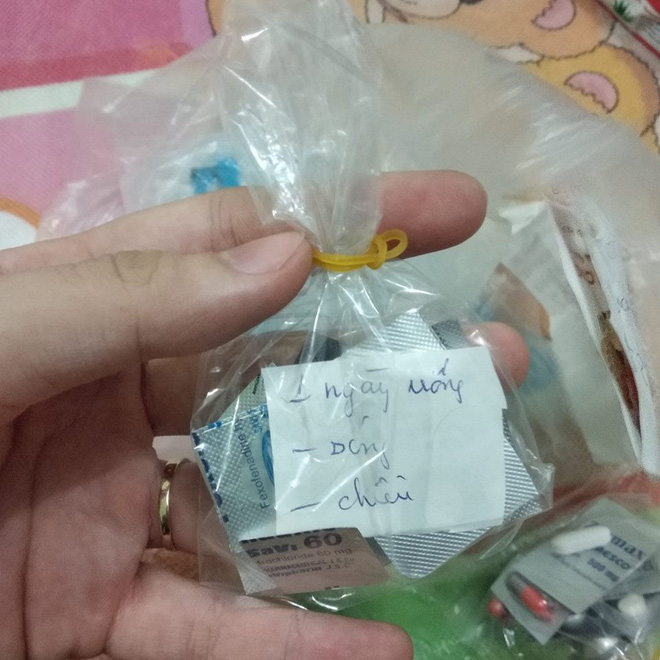 Mẩu giấy nhỏ trong túi thuốc mẹ gửi và câu chuyện khiến những đứa con xa nhà rơi nước mắt - Ảnh 3.
