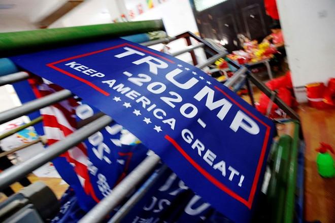 Người Mỹ giảm tín nhiệm ông Trump sau báo cáo Mueller - Ảnh 2.