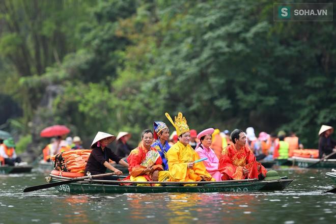 Lễ hội rước rồng độc đáo trên sông nước ở Tràng An - Ninh Bình - Ảnh 3.