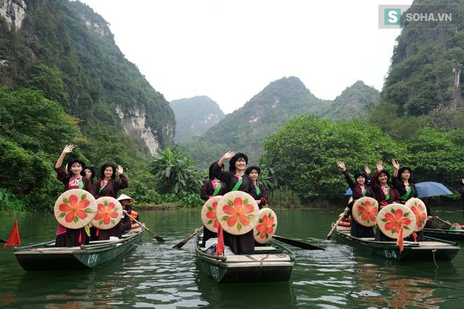 Lễ hội rước rồng độc đáo trên sông nước ở Tràng An - Ninh Bình - Ảnh 11.