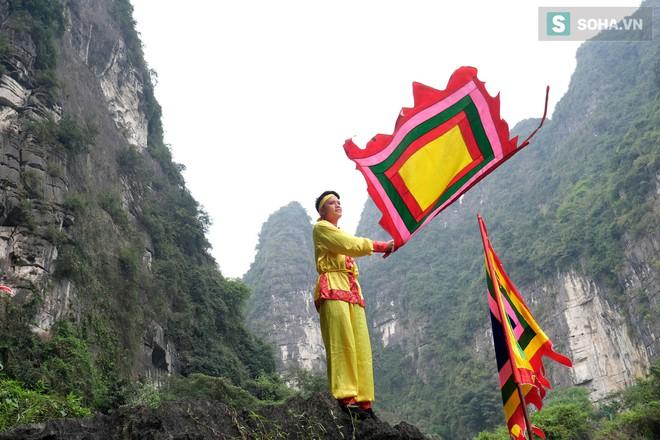 Lễ hội rước rồng độc đáo trên sông nước ở Tràng An - Ninh Bình - Ảnh 9.