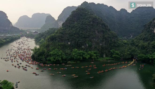 Lễ hội rước rồng độc đáo trên sông nước ở Tràng An - Ninh Bình - Ảnh 2.