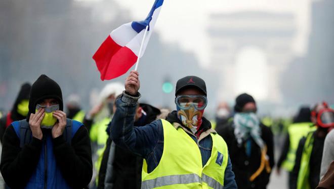 Vụ hỏa hoạn giữa bối cảnh biểu tình có giúp Tổng thống Macron chuyển bại thành thắng? - Ảnh 2.