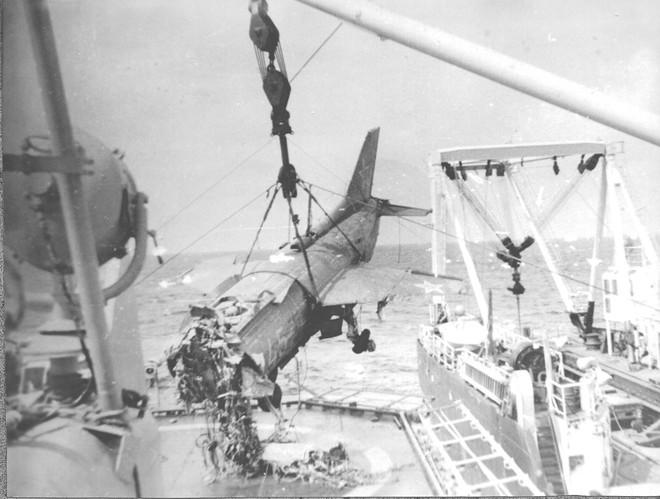 [ẢNH] Nhìn lại vụ tiêm kích hạm siêu độc đáo của Liên Xô rơi ngoài khơi Việt Nam - Ảnh 12.