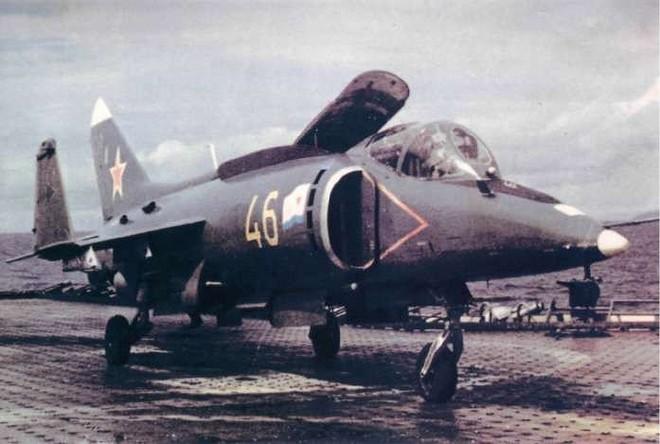 [ẢNH] Nhìn lại vụ tiêm kích hạm siêu độc đáo của Liên Xô rơi ngoài khơi Việt Nam - Ảnh 5.