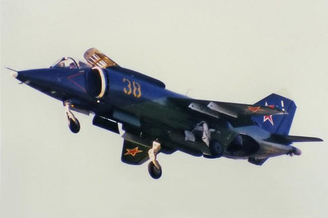 [ẢNH] Nhìn lại vụ tiêm kích hạm siêu độc đáo của Liên Xô rơi ngoài khơi Việt Nam - Ảnh 6.
